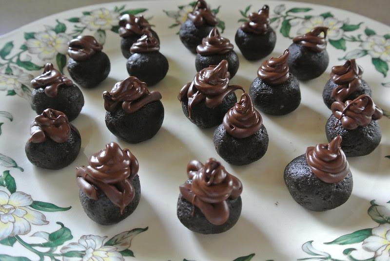 Valentine's Day Oreo Truffles // Valentine's Day Sh*t Balls.