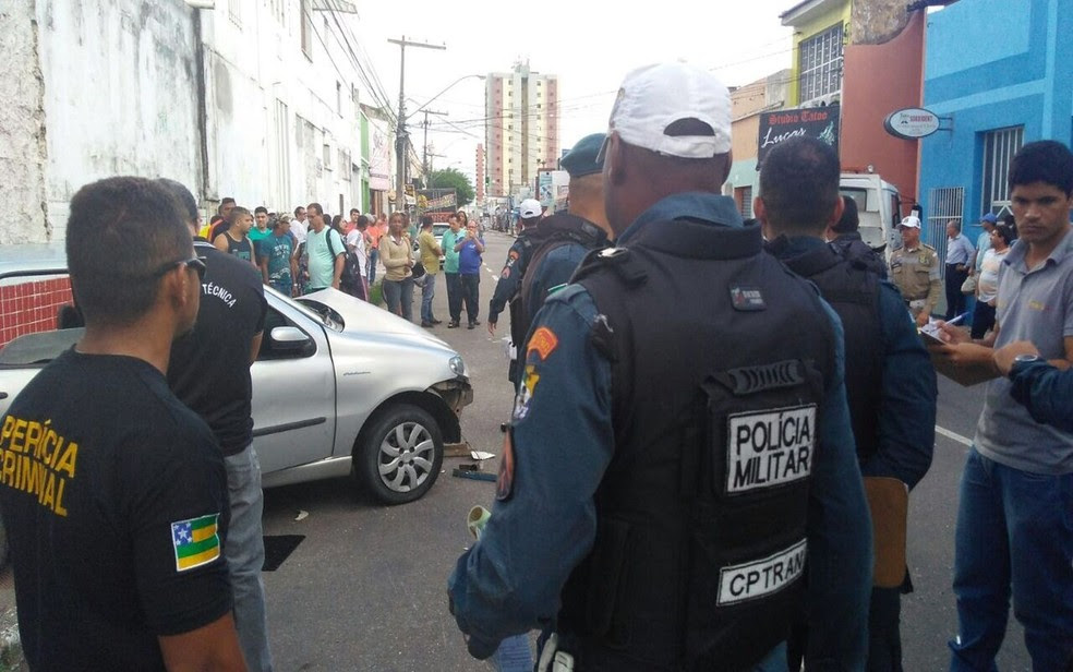Acidente ocorreu no início da tarde de sexta-feira no Centro de Aracaju (SE) (Foto: Ana Fontes/TV Sergipe)