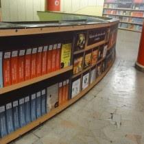 Biblioteca digital en 5 del metro de Bucarest