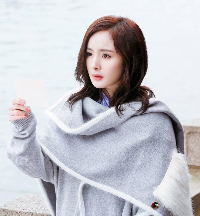 Chẳng phải nội dung, người ta chỉ quan tâm đến màu son và mái tóc của Dương Mịch trong phim mới - Ảnh 2.