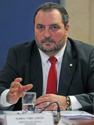 O Secretário Nacional de Justiça, Romeu Tuma Júnior, durante reunião do Conselho Nacional de Combate à Pirataria, no final de abril (Foto: Agência Brasil)