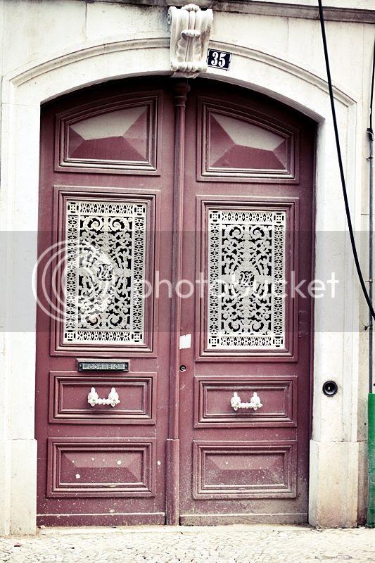 photo LISSABON_TRIP_KURZURLAUB_LISBON_LISBOA_PORTUGAL_GUIDE_TUER_HAUSTUER_BRIEFSCHLITZ_DOOR_ORNAMENTE_zps158d3f02.jpg