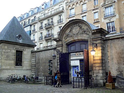 cour bibliothèque historique de Paris.jpg
