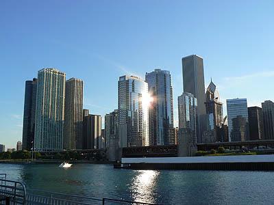 le soleil se couche sur Chicago.jpg