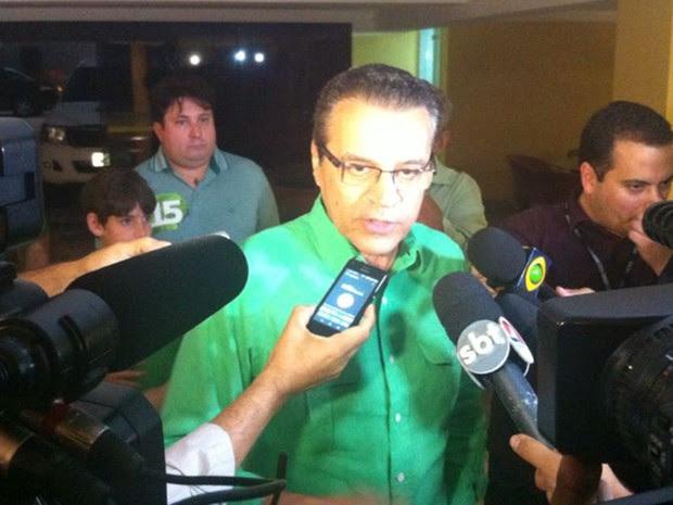 Henrique Eduardo Alves, candidato do PMDB, concede entrevista após confiramção de da Vitória de Robinson Faria, PSD (Foto: Felipe Gibson/G1)