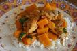 Rode curry van kippenbouten met pompoen en Thaise basilicum