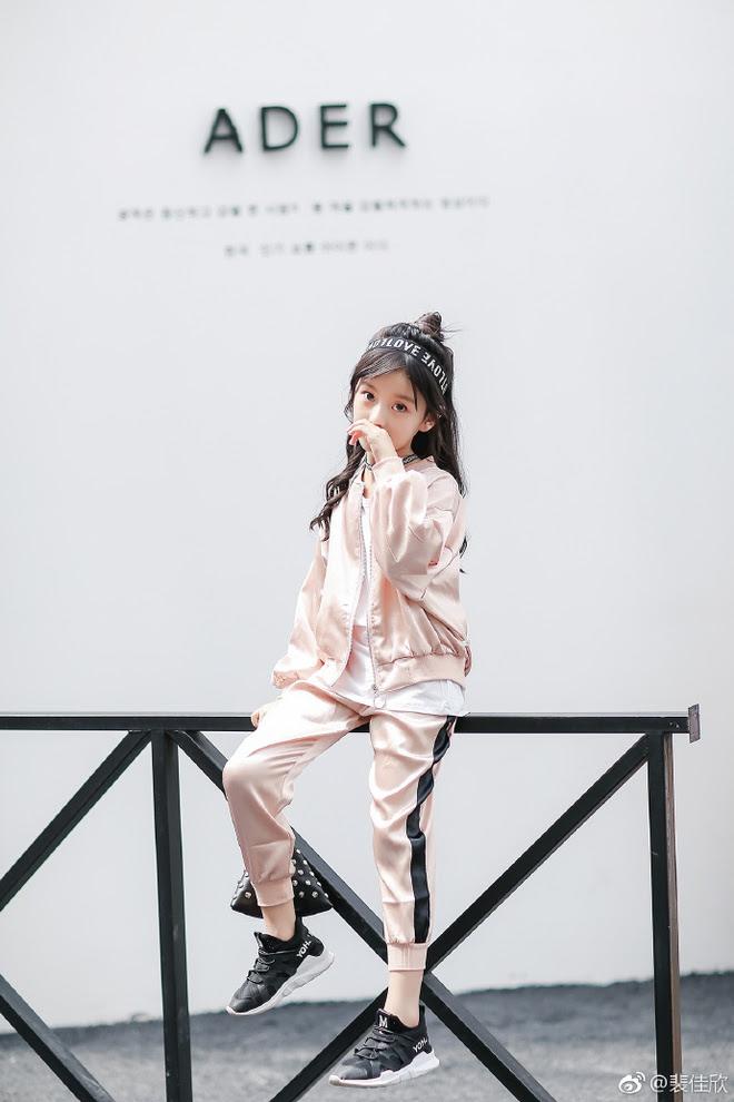 Thiên thần nhí 8 tuổi xinh lung linh, giống Kim Ji Won như tạc - Ảnh 21.