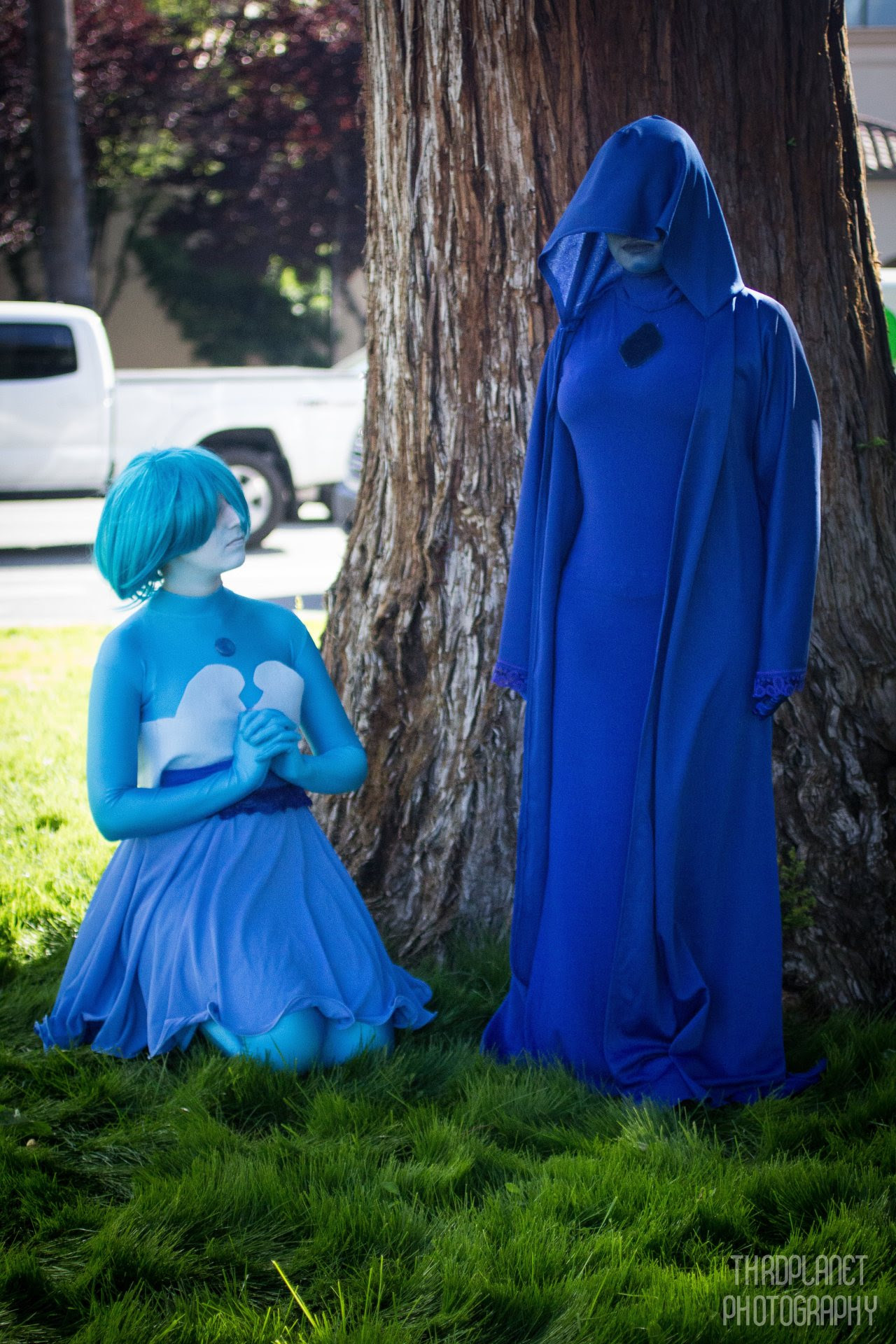 """Blue Diamond and her Pearl "" Blue Diamond: @her-majestys-handmaid Blue Pearl: @fandomsandscienceyay Photographer: @thrdplanet"