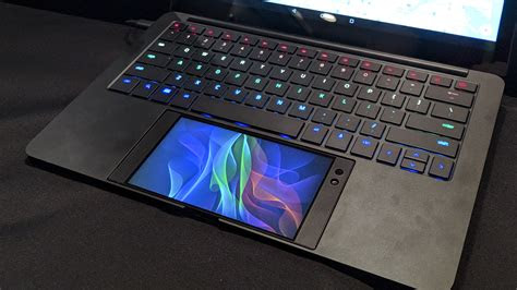 razer   turn  smartphone   gaming laptop