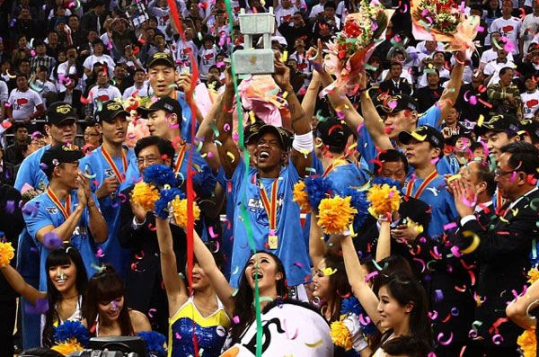 Stephon Marbury holds up the CBA trophy after leading the Beijing Ducks to the 2012 championship.
