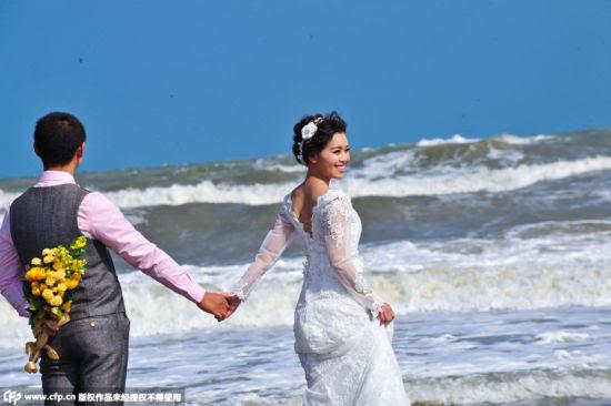 Hình ảnh Hàng trăm cặp đôi đương đầu với siêu bão Dujuan để chụp ảnh cưới số 4