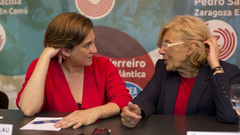Ada Colau y Manuela Carmena en un acto en el Círculo de Bellas Artes.   rn rn