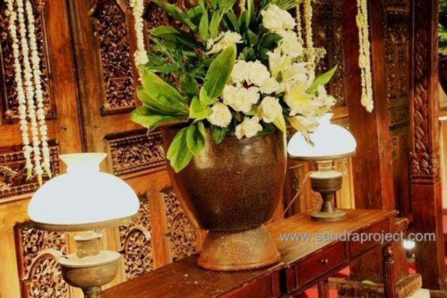 dekorasi pernikahan jawa natural di