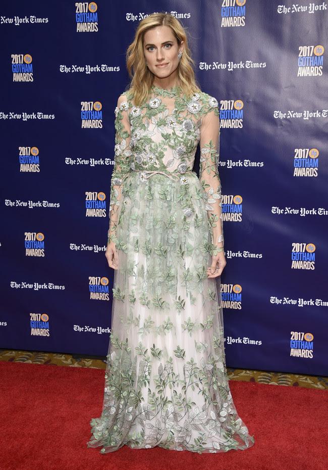 premios gotham look alfombra roja Allison Williams