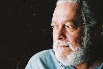 """O compositor Paulo César Pinheiro compôs três romances em menos de três meses; ele acredita que sua obra estava """"represada"""""""