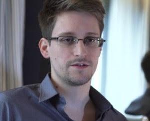 Edward Snowden NSA spy scandal 300x243 Snowden: pärast 9/11 loobus meedia oma valvekoera rollist