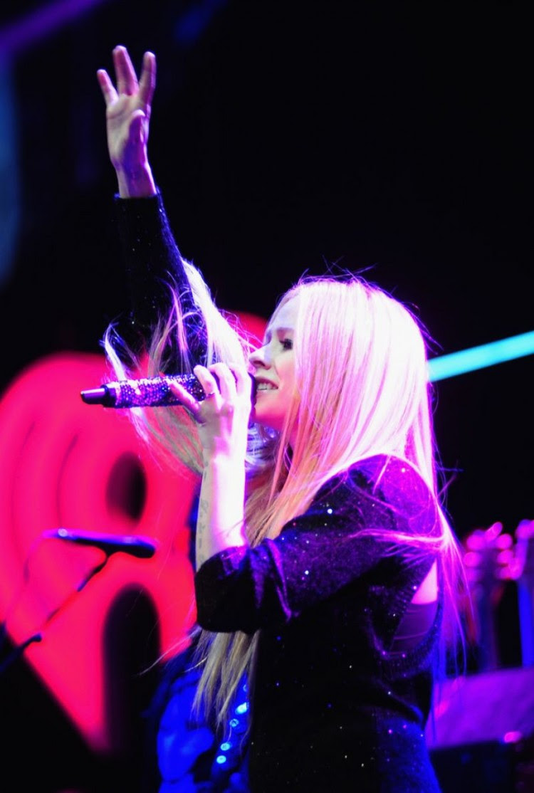 Avril-Lavigne-at-103.5-Kiss-Fm-Jingle-Ball-in-Chicago-Photo-Pictures-8