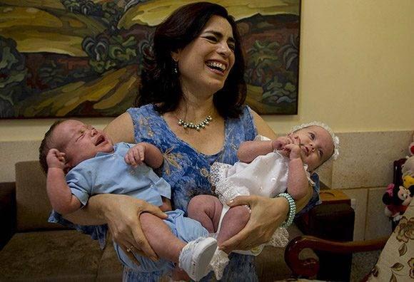 Adriana con los gemelos Ambar y Gerardito. Foto: Ismael Francisco/Cubadebate.