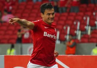 Charles Aránguiz gol Internacional (Foto: Marcos Cunha / Ag. Estado)