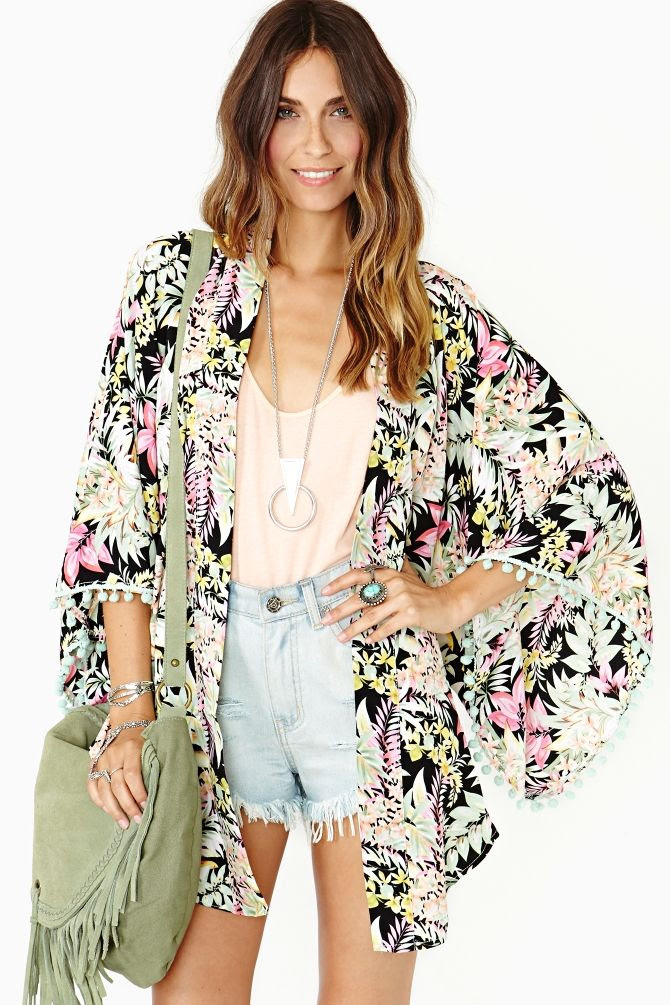 Absolutely gorgeous 'Tropicale' kimono by Nasty Gal. Love that green suede fringed cross body too.  Another one that I would buy that's out of freaking stock!!!  UGH!