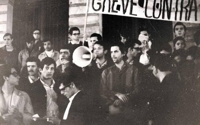 Estudantes protestam contra o golpe militar no centro de São Paulo. Foto: Arquivo Brasil Nunca Mais