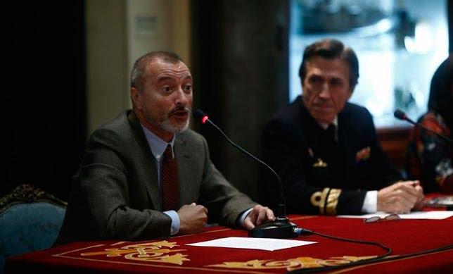 Arturo Pérez Reverte durante la presentación a los Medios de Comunicacion