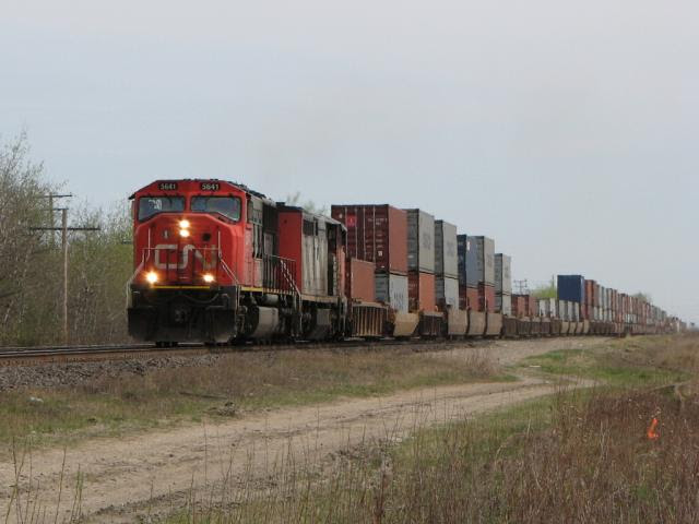 CN 5641 on train 199