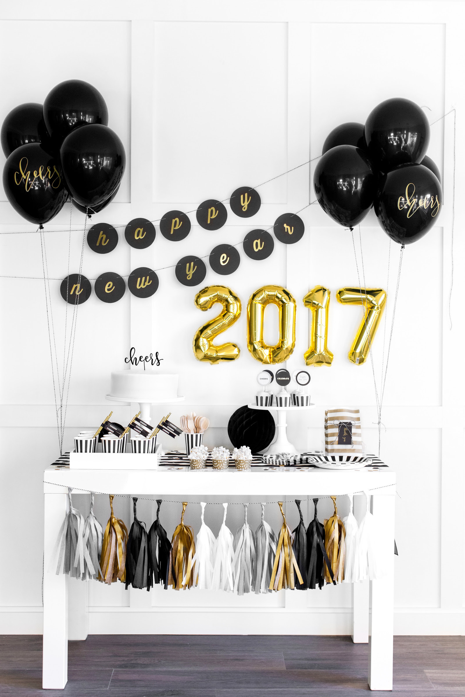 Golden New Years Party Decoration Ideas