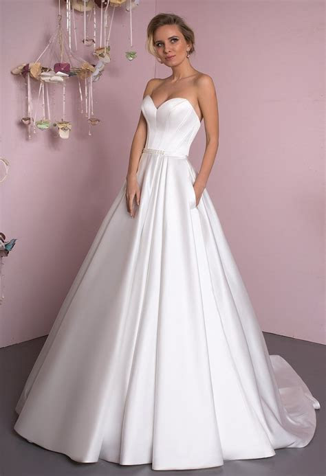 Lace satin strapless white ivory princess ball gow lace A