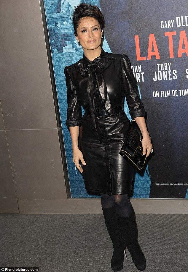 Ainda sexy: Salma Hayek encoberto na pré-estréia de Paris de Tinker Tailor Solider Spy na sexta-feira