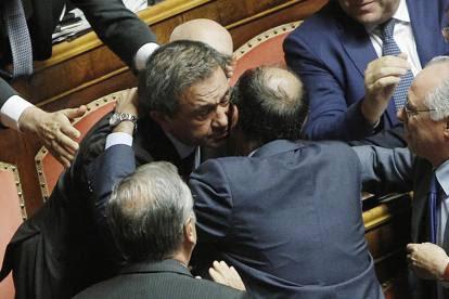 Azzollini, dopo il no all'arresto strette di mano con Lupi e Verdini