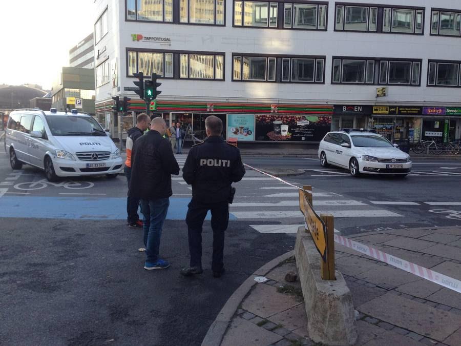 Der blev fundet blod flere steder på gerningsstedet, ligesom at politiet kunne følge et spor af blod fra baren og hen mod Vesterport Station. Foto: Peder Nederland