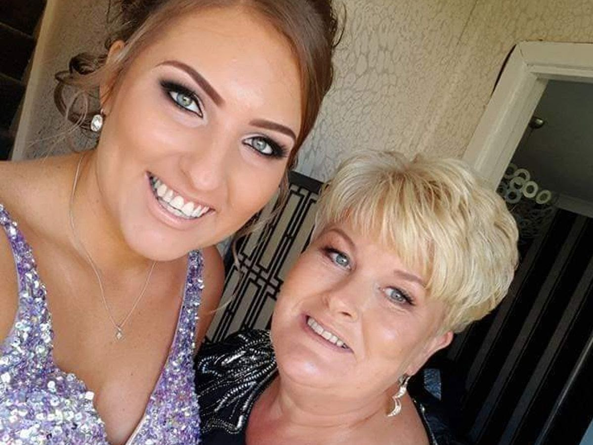 Mum and daughter who work for NHS diagnosed with cancer just five weeks apart