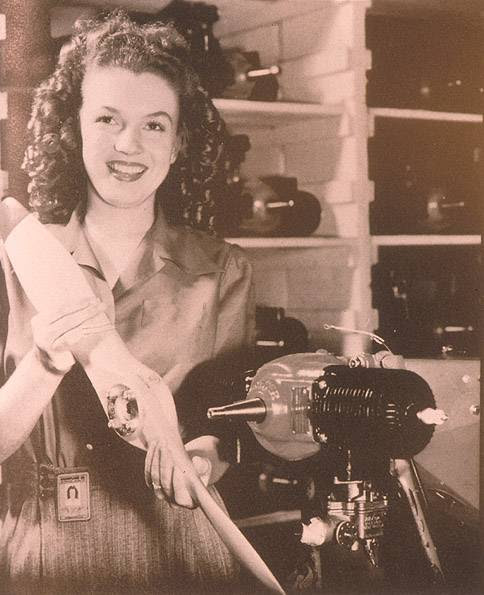 Archivo:MarilynMonroe-YANK1945.jpg