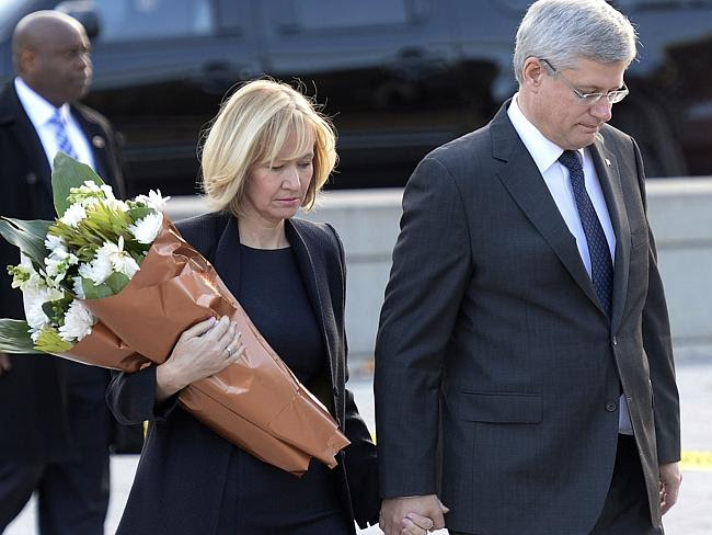 Paying respects ... Prime Minister Stephen Harper and his wife Laureen visit the Tomb of
