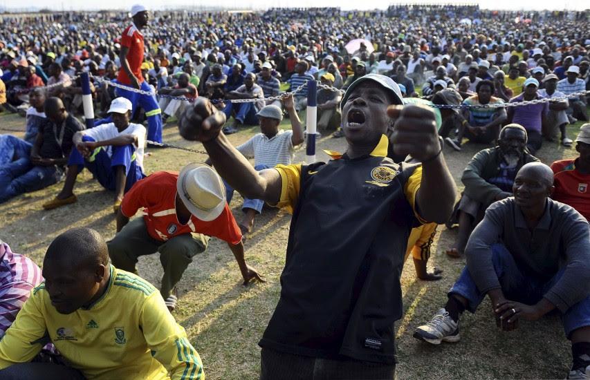 Los mineros sudafricanos vuelven al trabajo