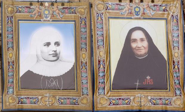 As imagens das duas freiras: à esquerda, a colombiana Laura Montoya e Upegui e, à direita, a mexicana Guadalupe García Zavala (Foto: EFE/EPA/CLAUDIO PERI)