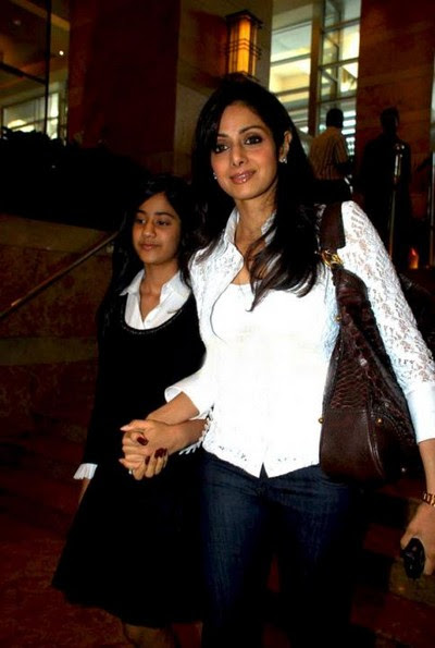 sridevi-with-her-daughter-at-lfw3.jpg