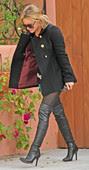 Hilary Duff En La Calle Con Mini Botas Mosqueteras