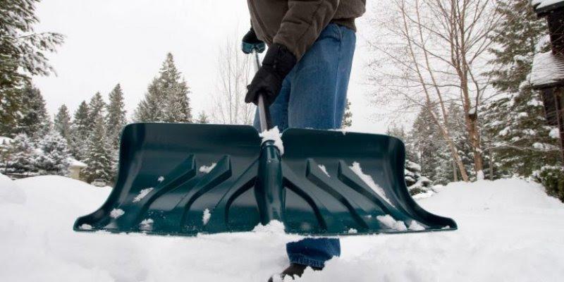 sprecite-lepljenje-snega-za-lopatu-niko-ne-voli-da-cisti-sneg-ali-to-moramo-raditi-sneg-koji-se-7