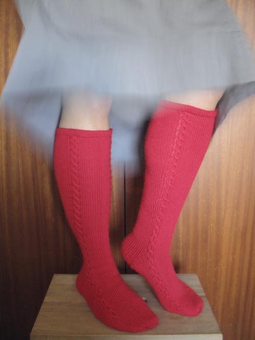 red knee socks 02