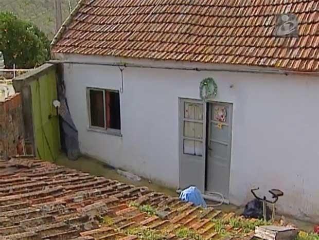 Casa onde brasileira teria matado os fois filhos em Alenquer, oeste de Lisboa (Foto: Reprodução)