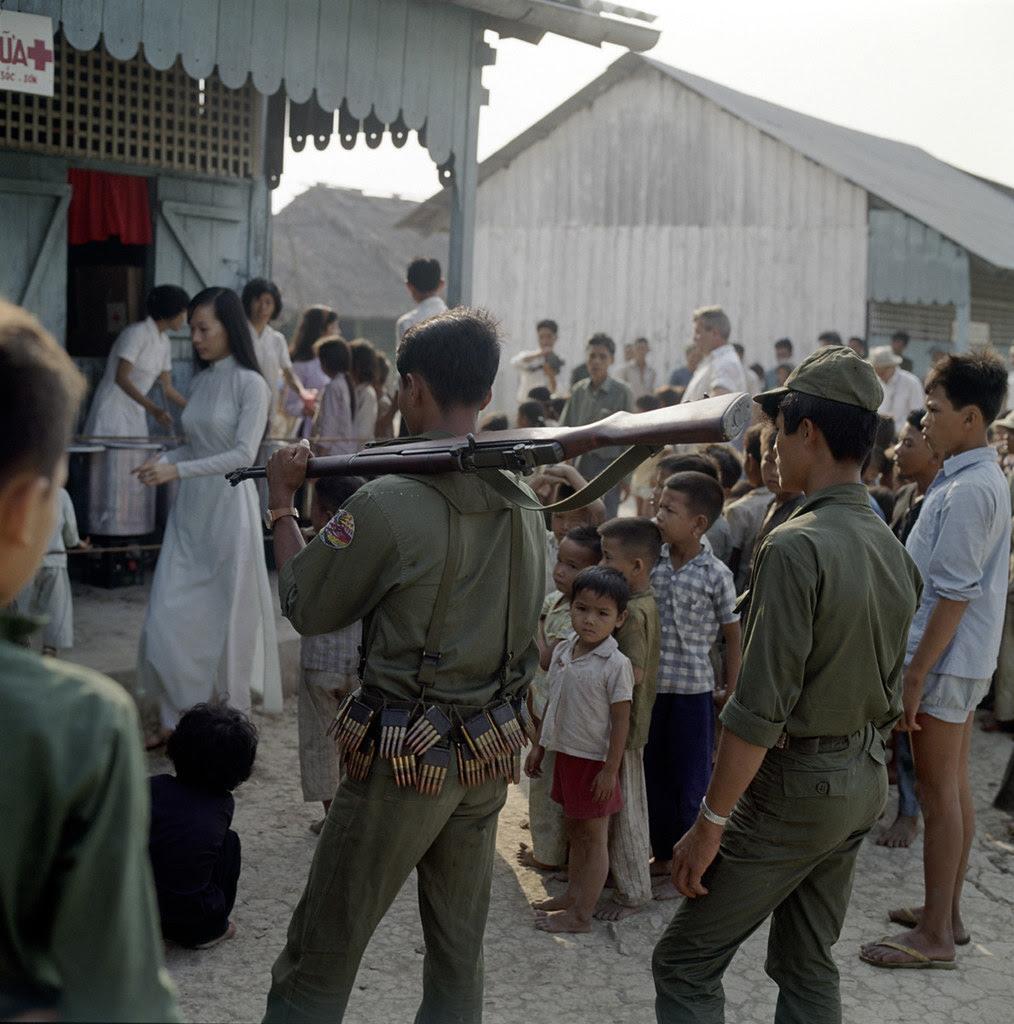 Nam Ròm: Hình ảnh trẻ em VNCH 1966- 1967