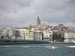 en: Karaköy (the old Galata) crowned by the Ga...