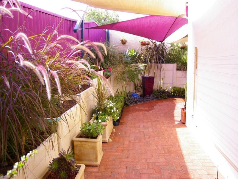 Photo of a low maintenance garden design from a real ...