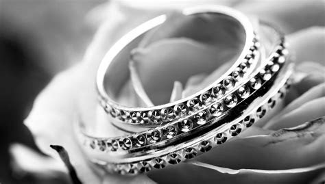How do I sell my engagement ring?