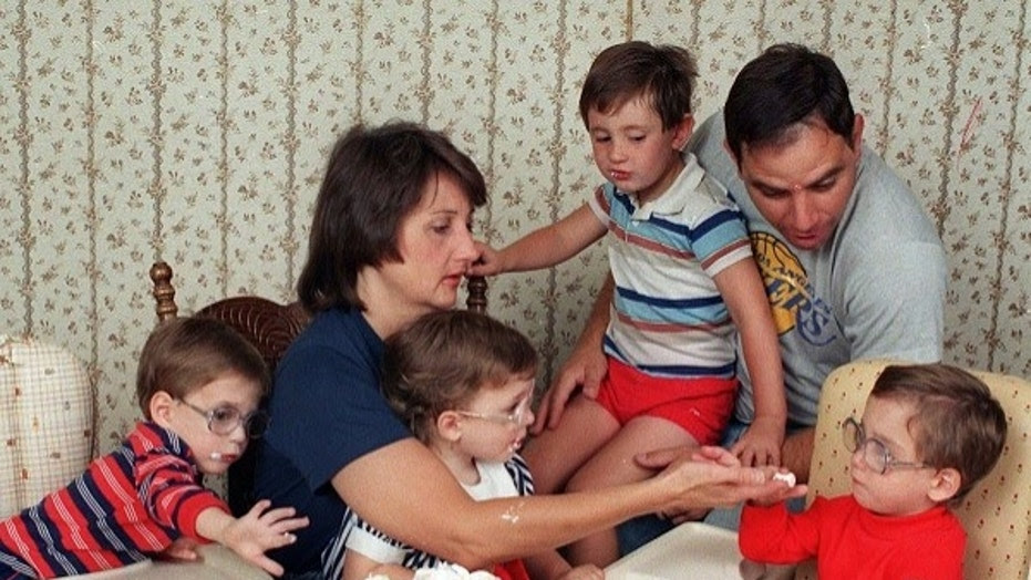 Patricia Frustaci, who gave birth to the nation's first septuplets, dies at 63.