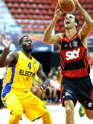 Marcelinho, Flamengo X Maccabi, copa intercontinental de Basquete (Foto: Alexandre Cassiano / Agência O Globo)