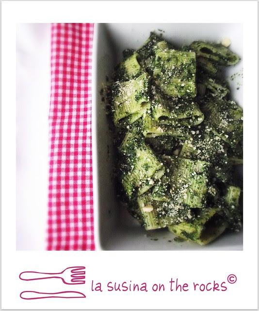 mezzi paccheri agli spinaci ricotta e mandorle