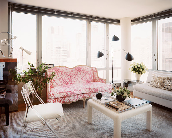 Living+Room+settee+Lucite+chair+light+filled+TUjKzYixDhyl